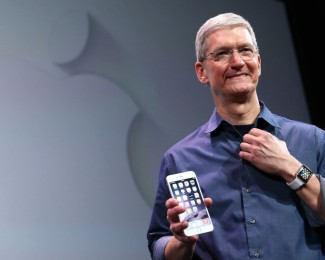 tim_cook_iphone-960x623